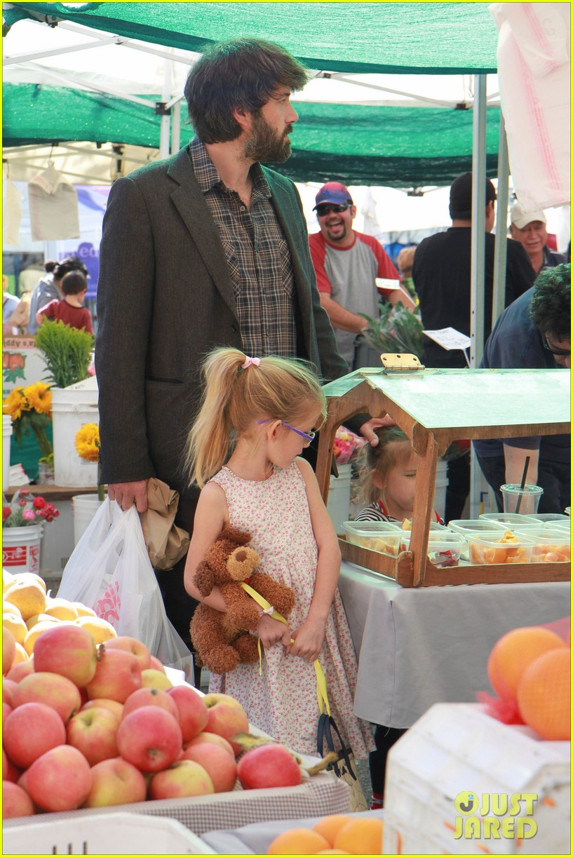 ben affleck daughters farmers market 092625819