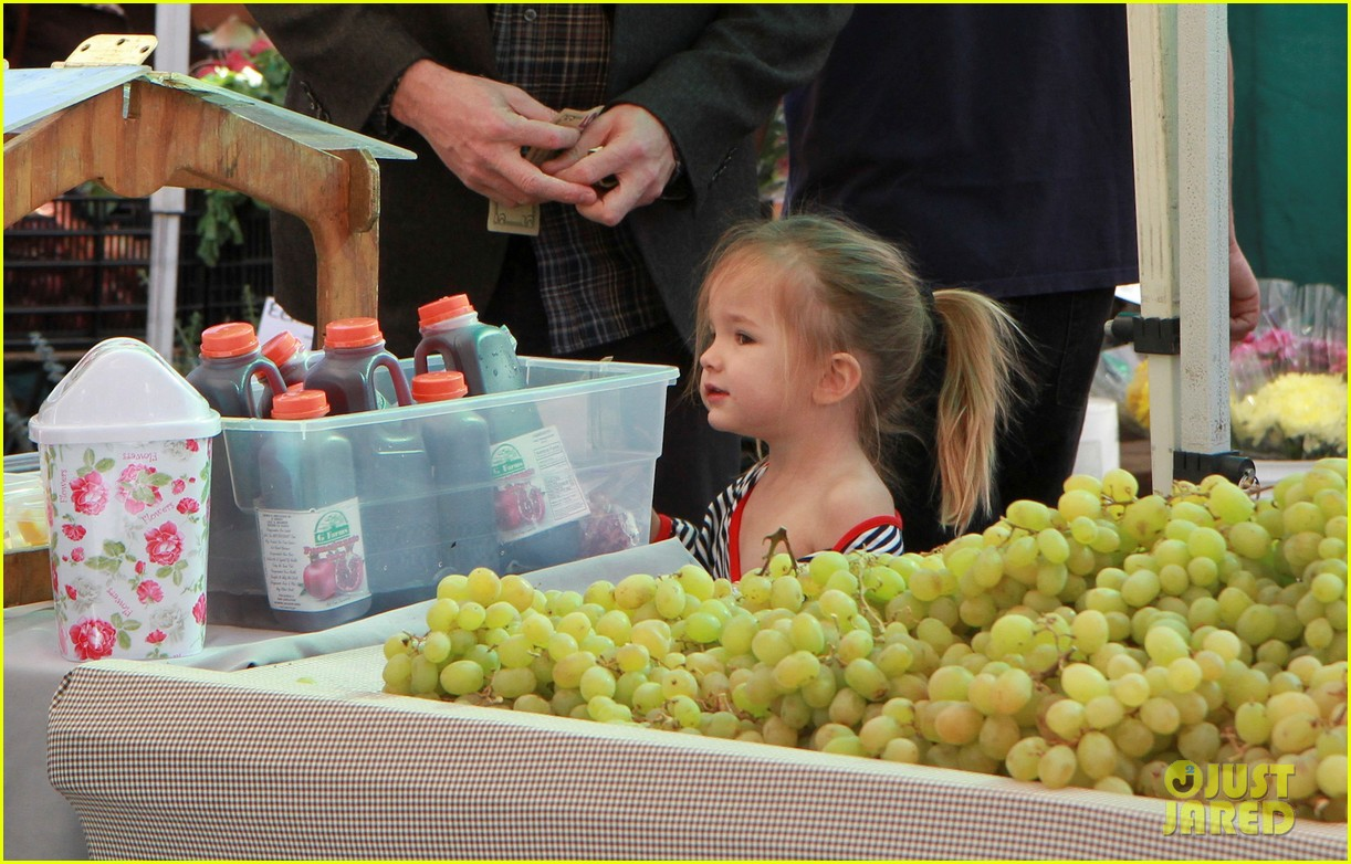 ben affleck daughters farmers market 10