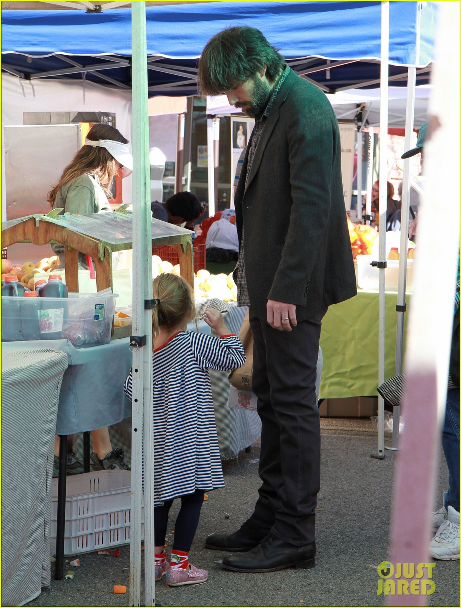 ben affleck daughters farmers market 13