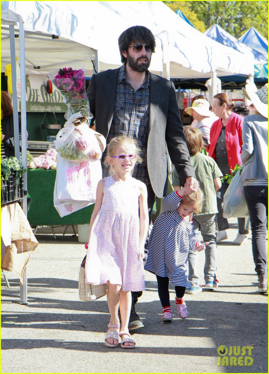 ben affleck daughters farmers market 162625826