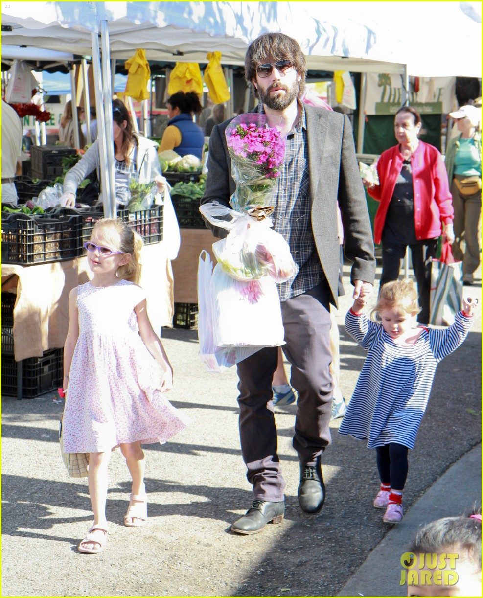 ben affleck daughters farmers market 192625829