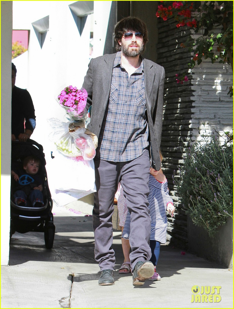 ben affleck daughters farmers market 212625831