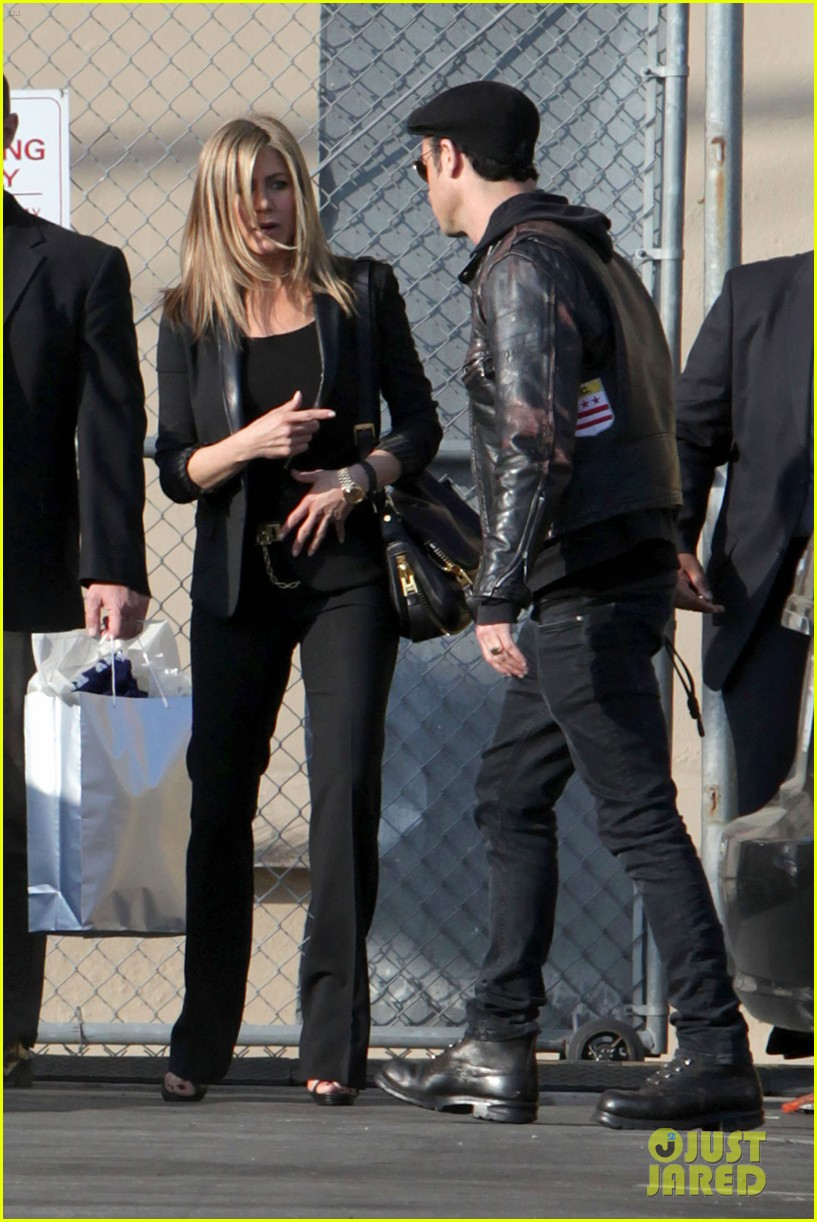 jennifer aniston kimmel justin theroux 132631277