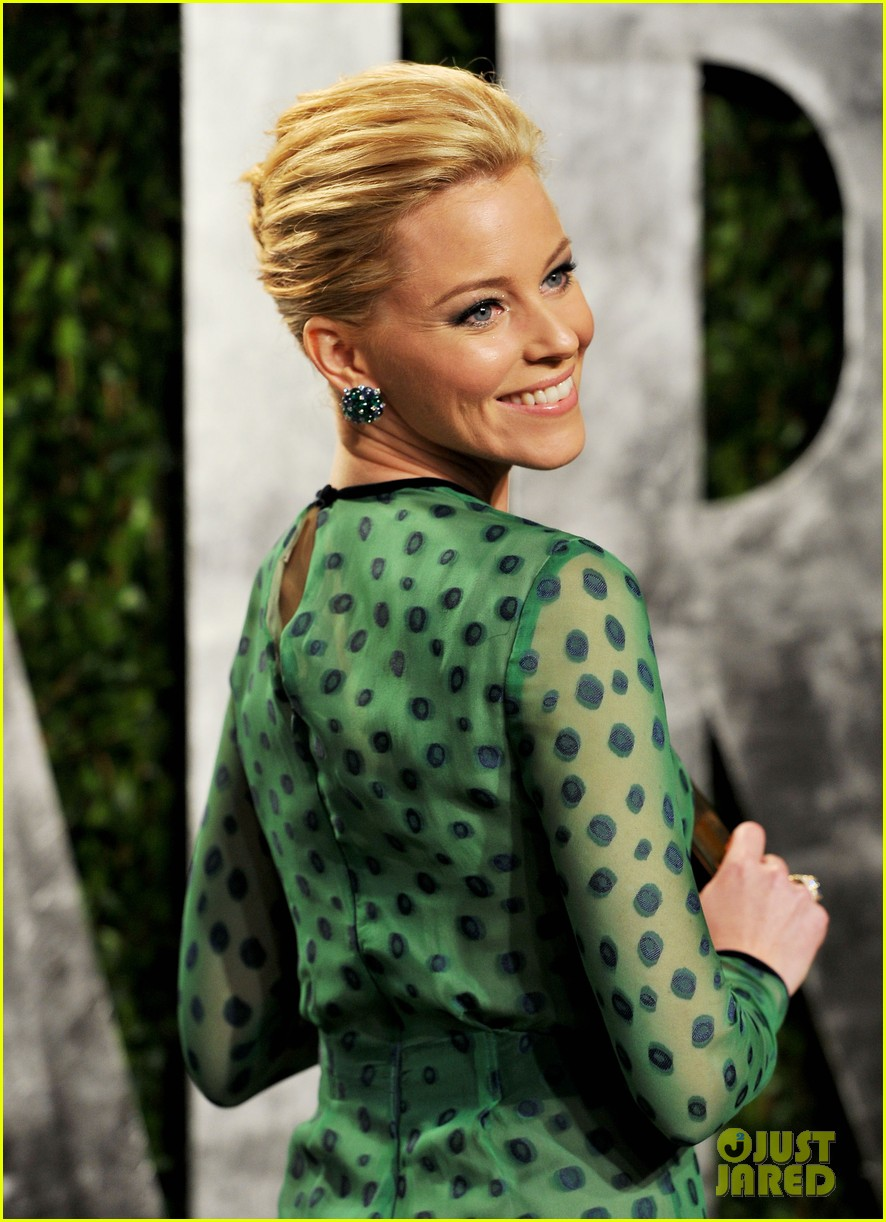 elizabeth banks julie bowen vanity fair oscar party 07