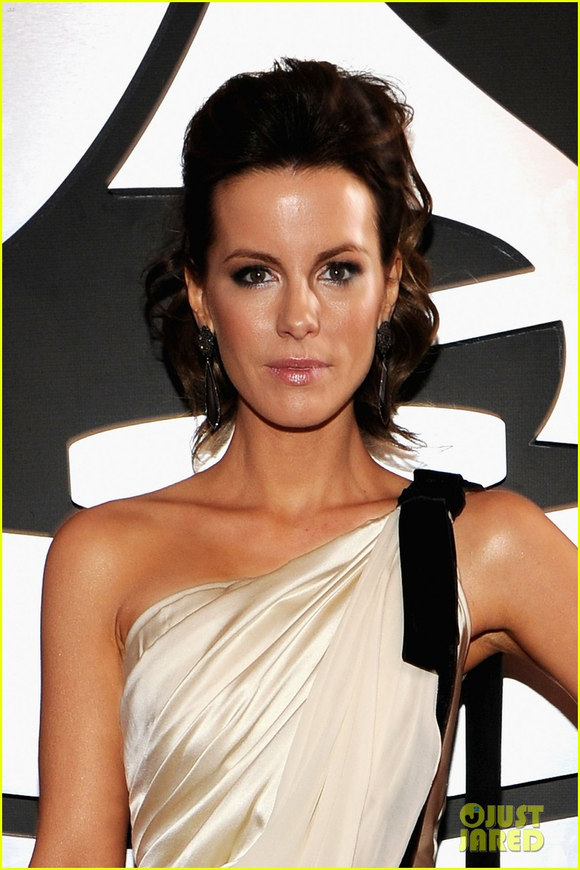 kate beckinsale grammys 02