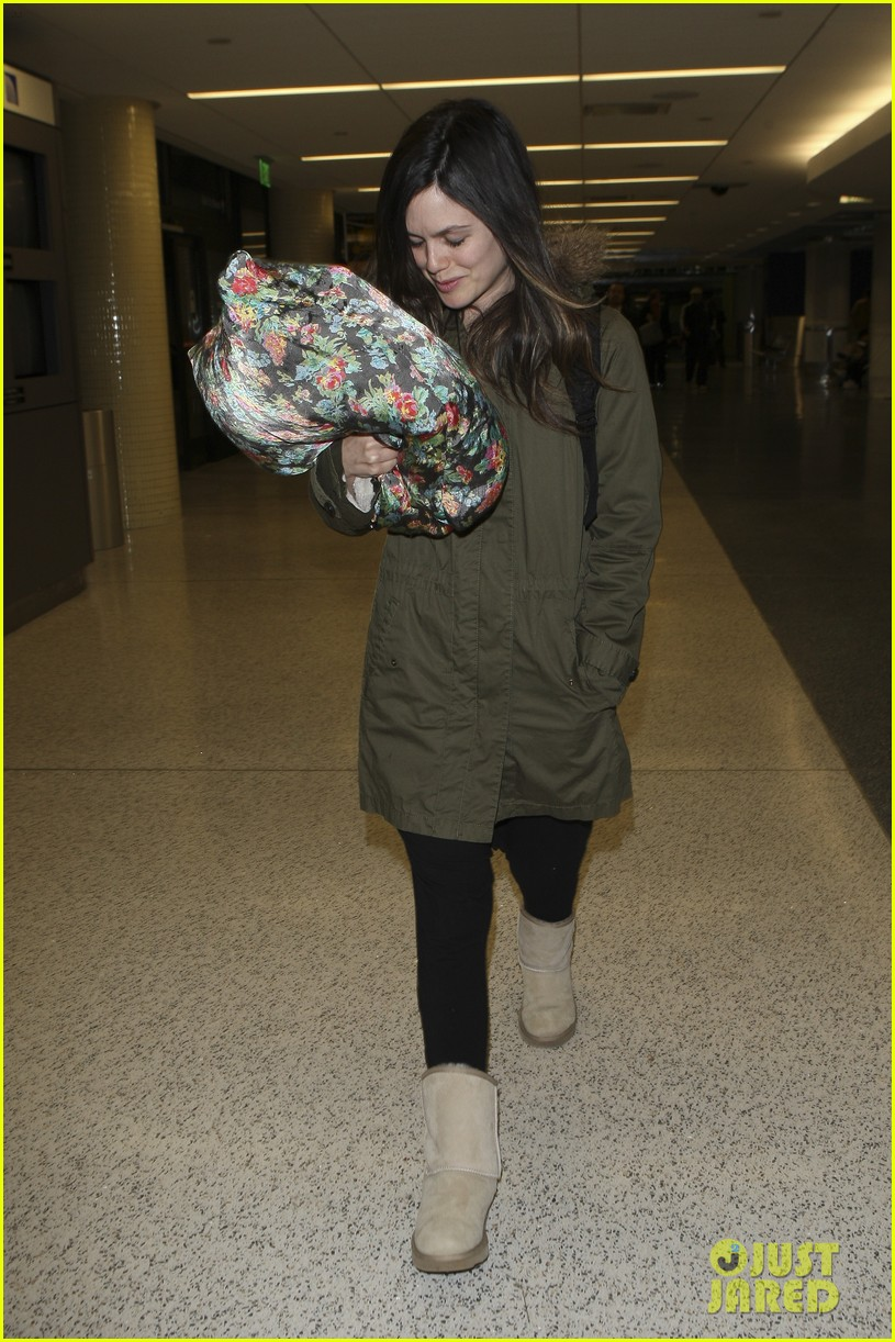 rachel bilson flower pillow lax 02