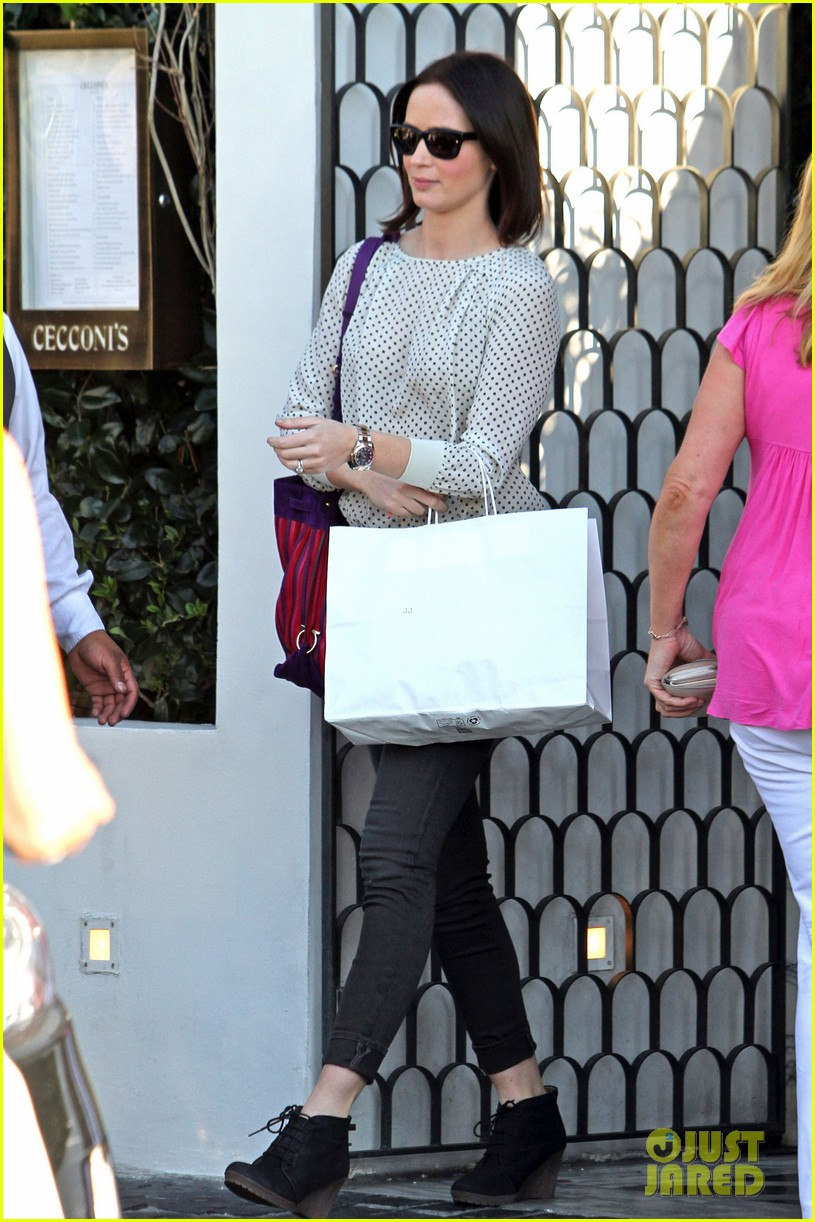 emily blunt birthday lunch 01