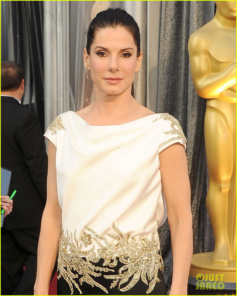 sandra bullock oscars 2012 red carpet 022633560
