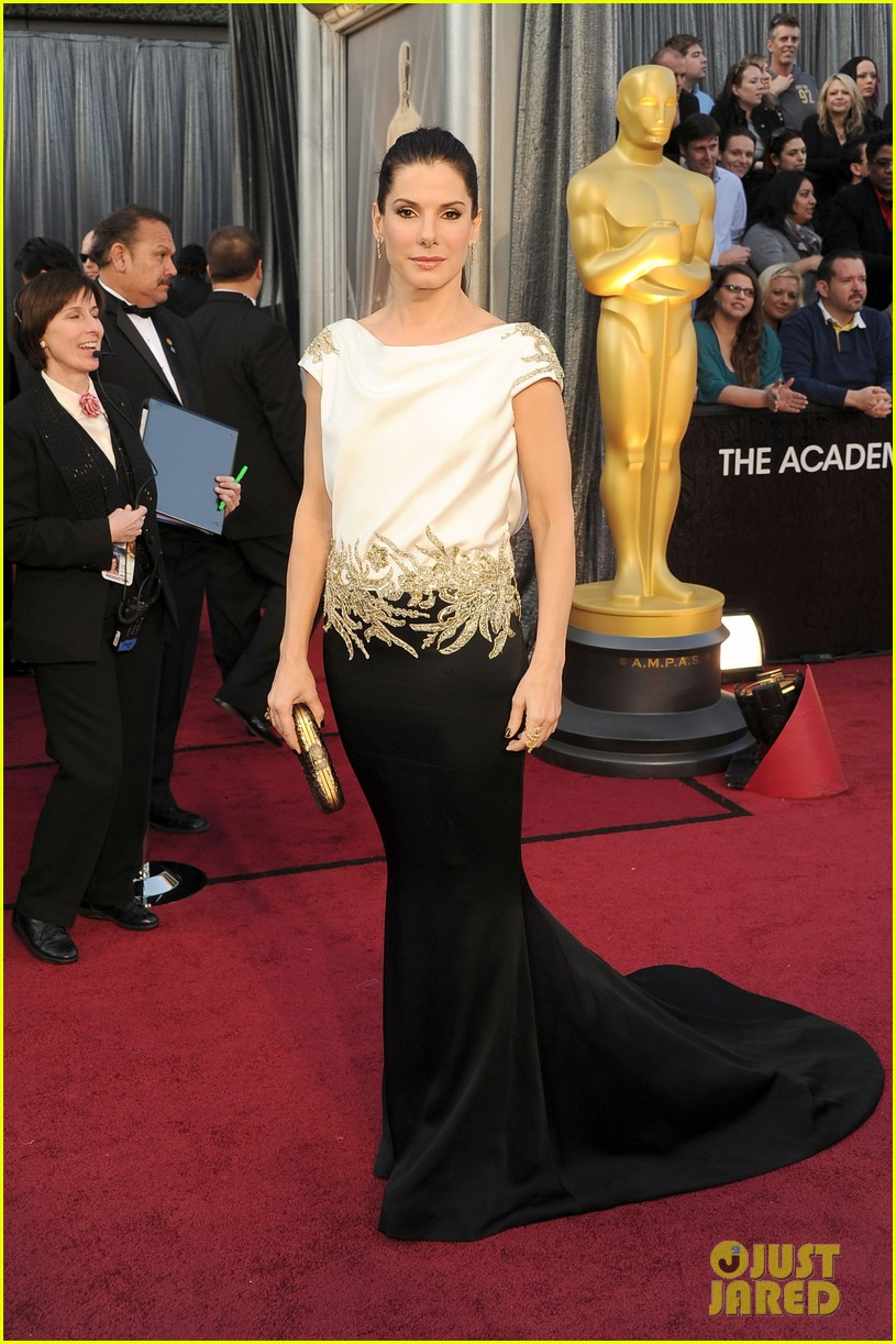 sandra bullock oscars 2012 red carpet 052633563