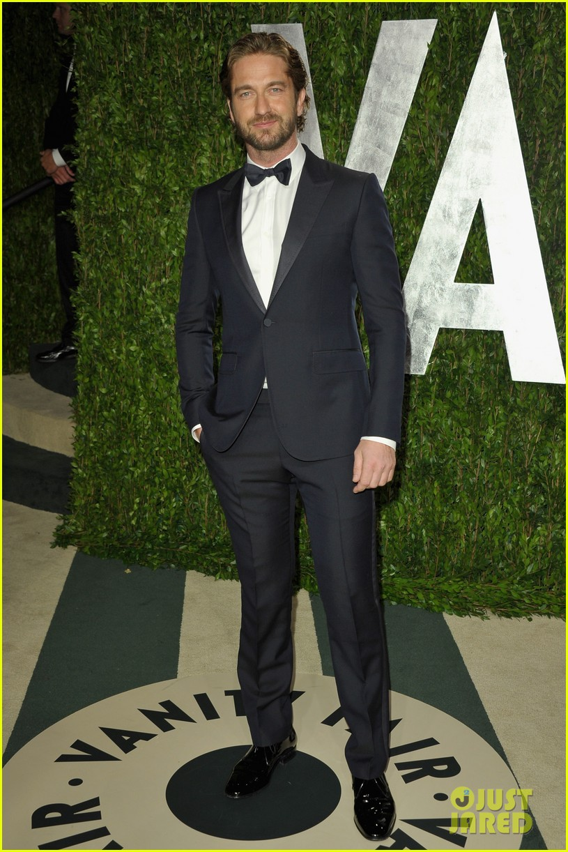 gerard butler vanity fair oscars party 01