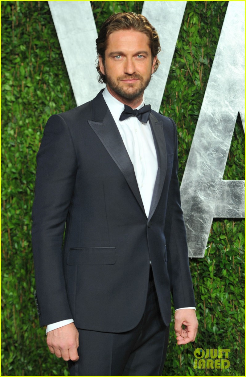 gerard butler vanity fair oscars party 03