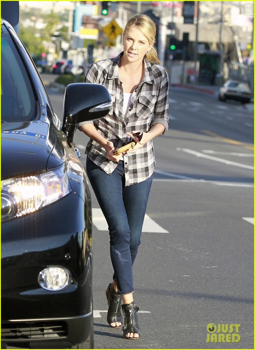 charlize theron pre super bowl party 022625884