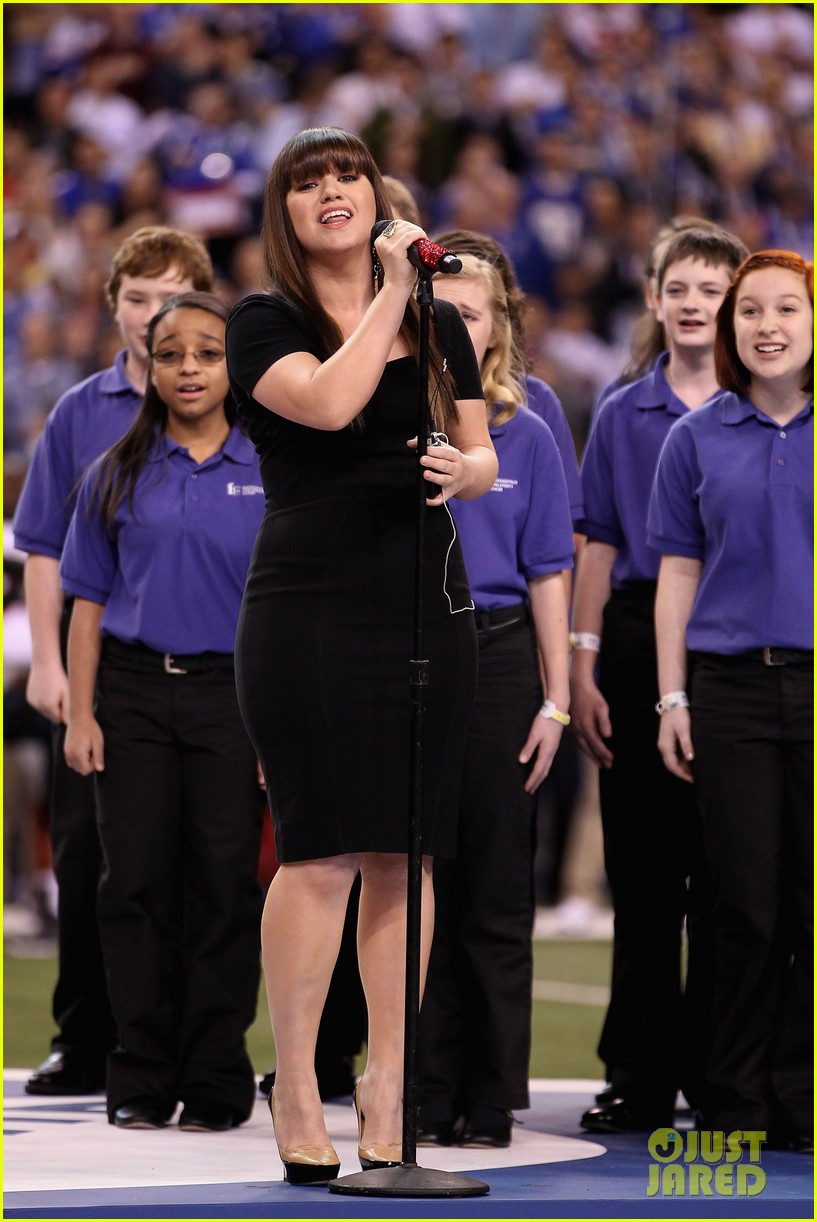 kelly clarkson national anthem 012625710