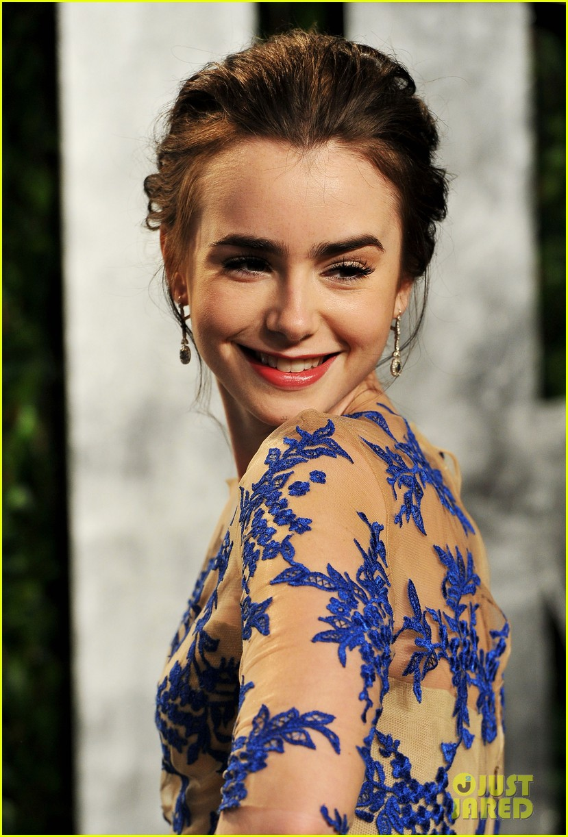 lily collins vanity fair party 01
