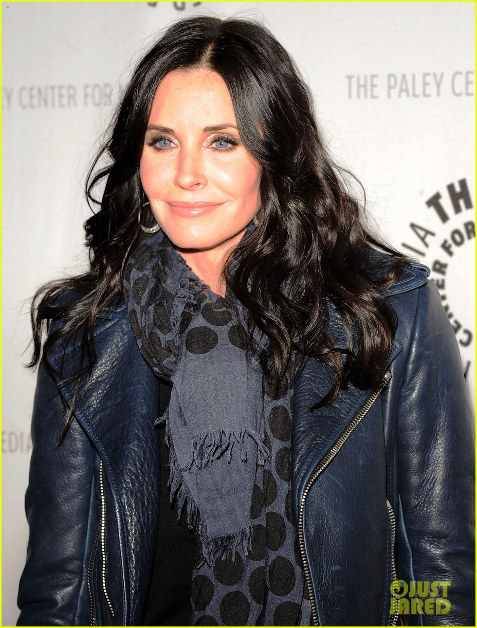 courteney cox cougar town viewing party 022627825