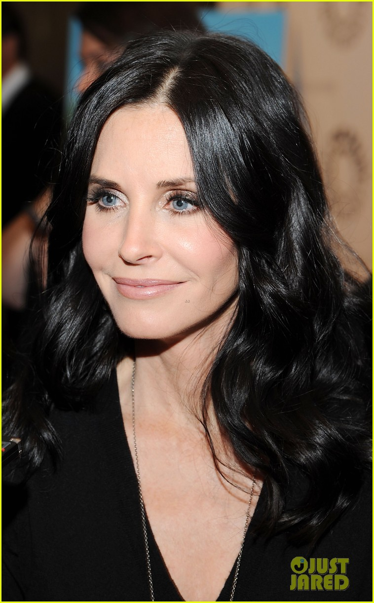 courteney cox cougar town viewing party 072627830