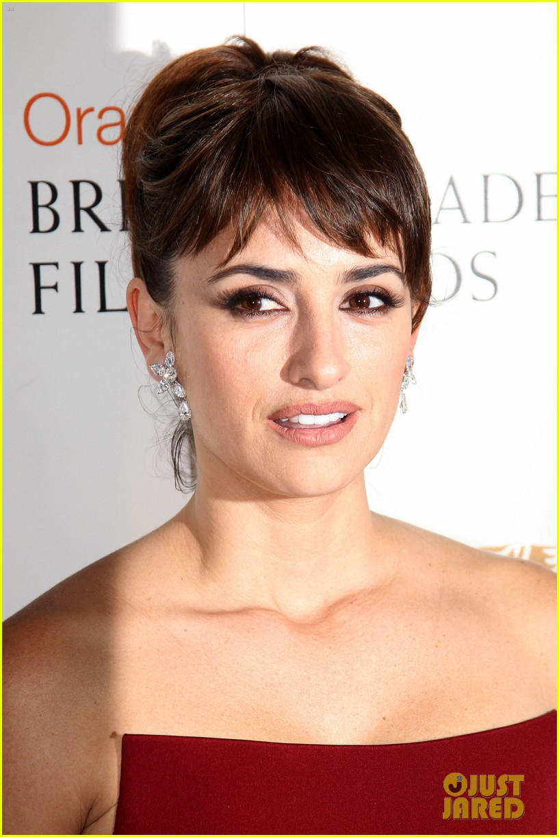 penelope cruz 2012 baftas red carpet 05