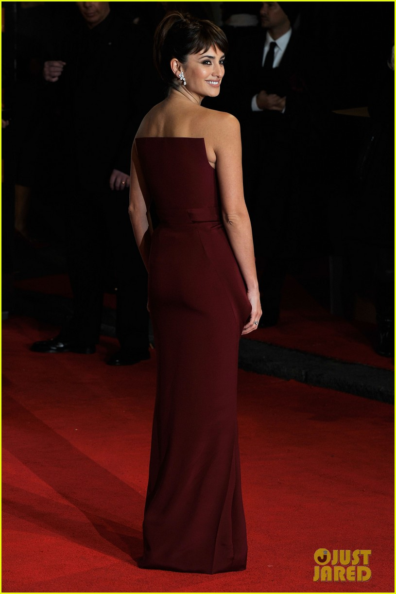 penelope cruz 2012 baftas red carpet 062627973