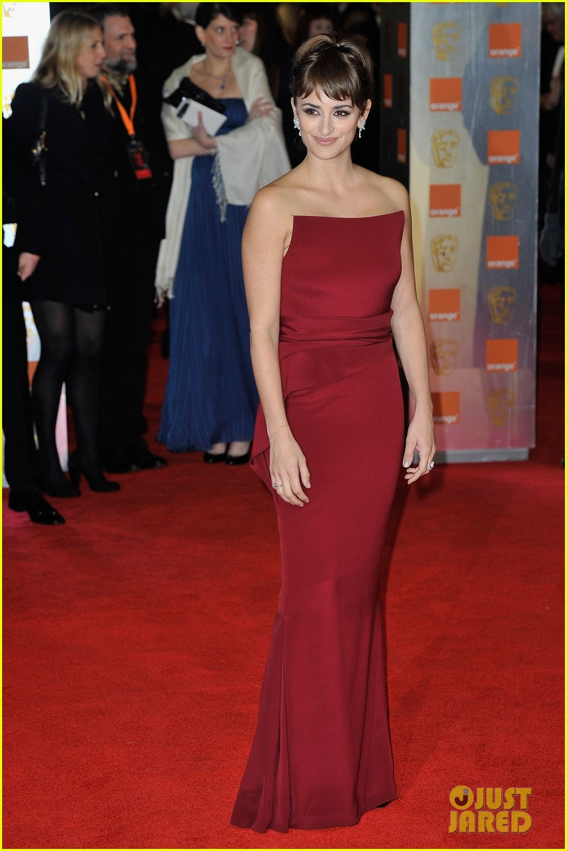 penelope cruz 2012 baftas red carpet 072627974