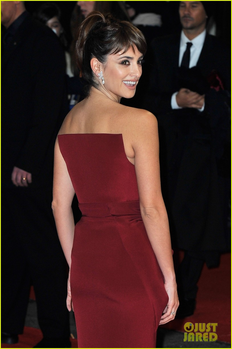 penelope cruz 2012 baftas red carpet 102627977