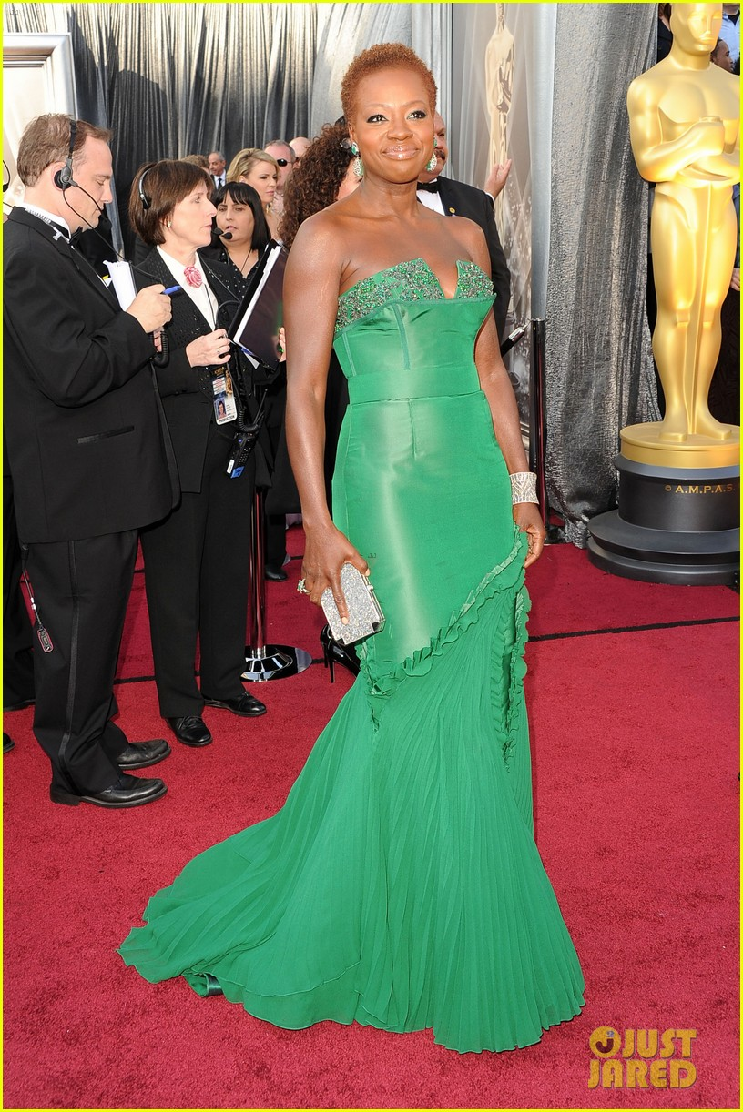 viola davis oscars 2012 red carpet 042633458