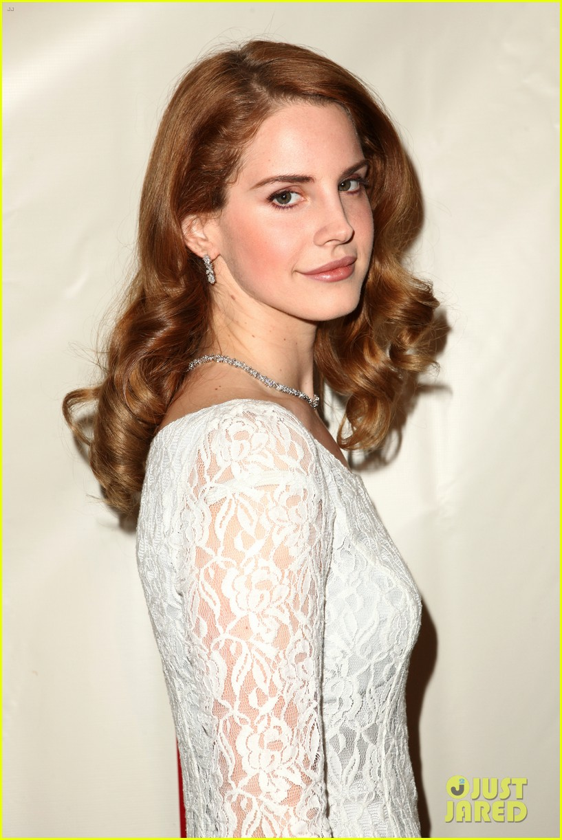 lana del rey grammy awards p e wing event 09