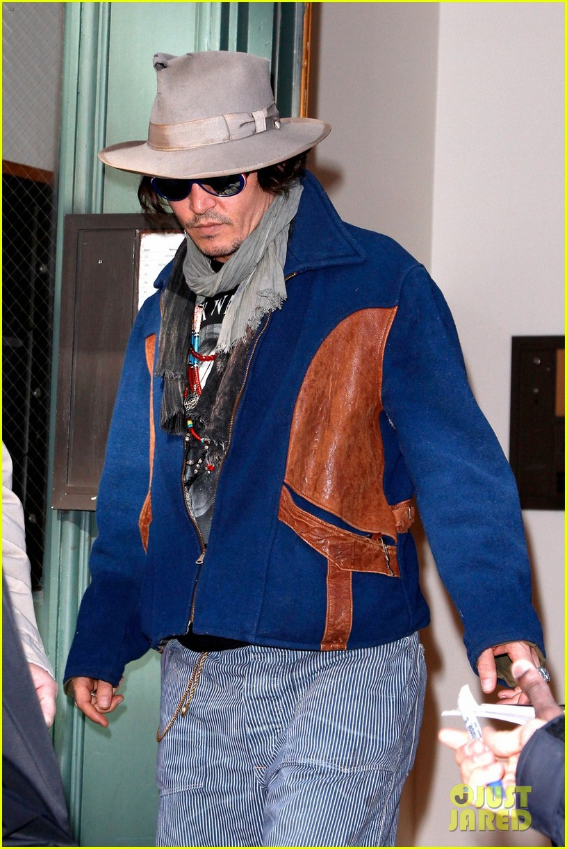 johnny depp leaves apartment nyc 01