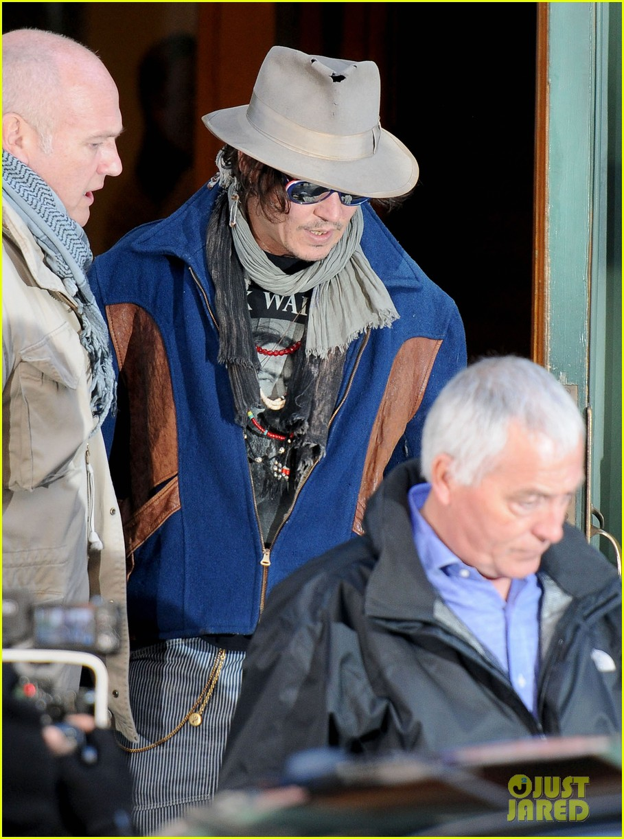 johnny depp leaves apartment nyc 04