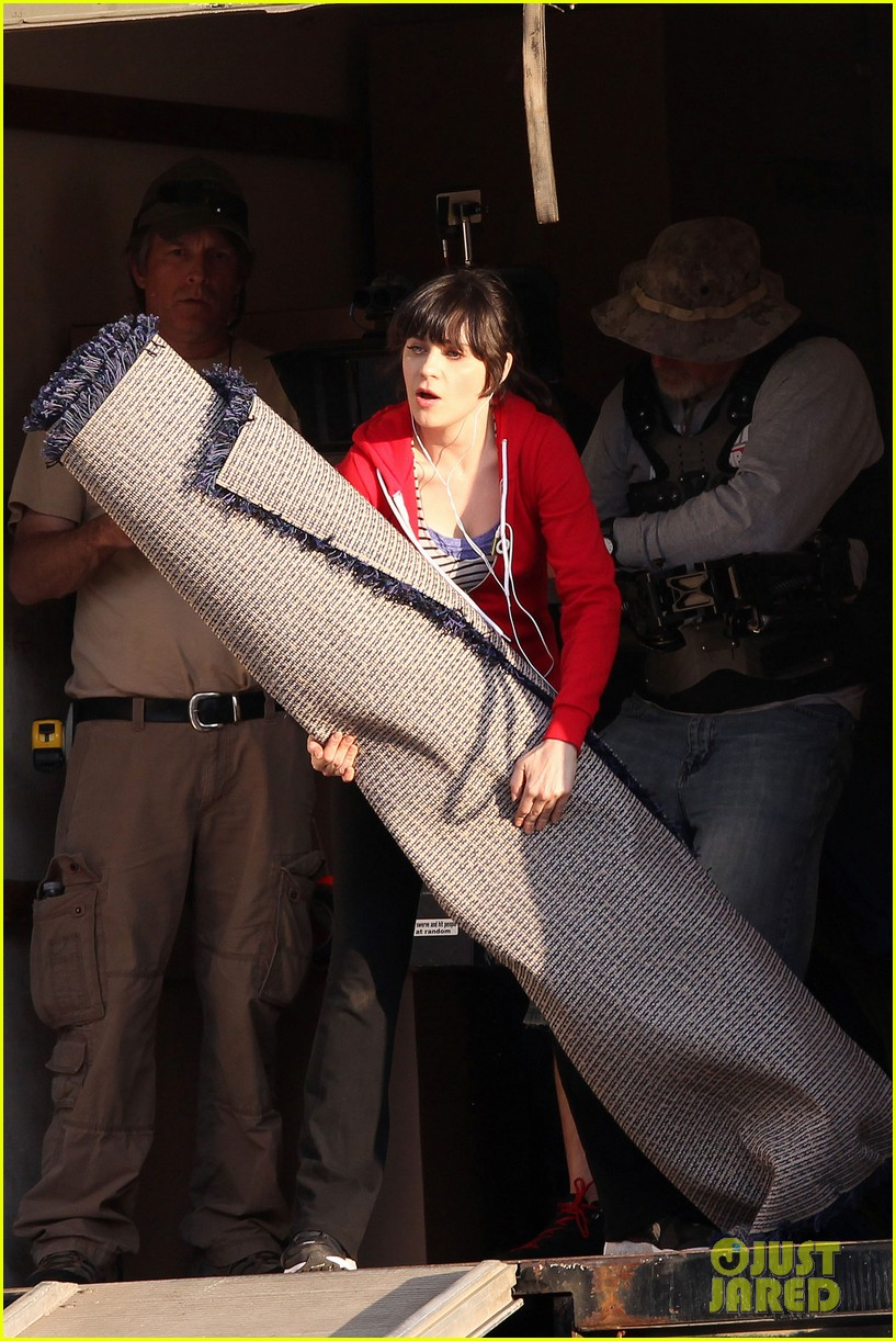 zooey deschanel on set 07