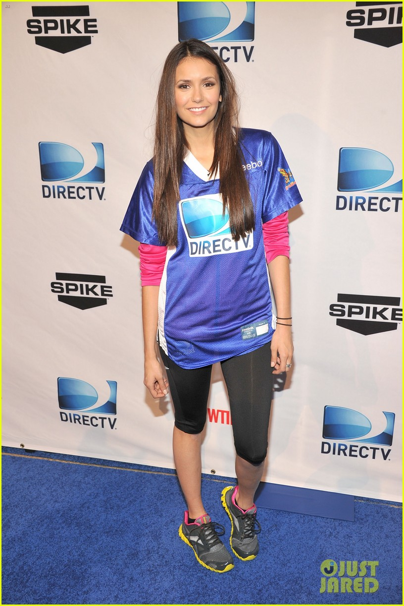 nina dobrev chace crawford celebrity beach bowl 012625339