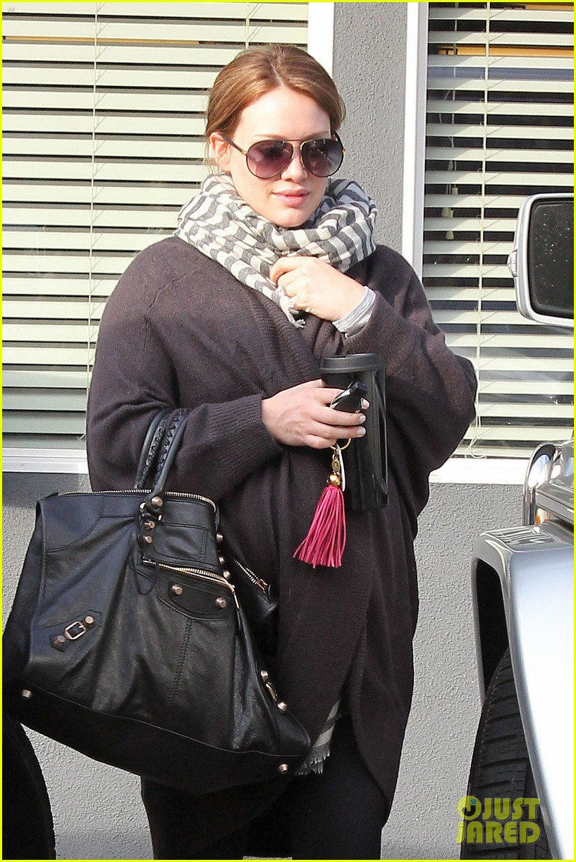 hilary duff baby bump beach ball 07