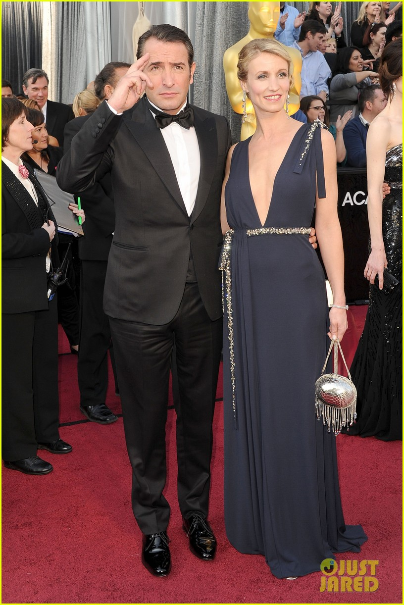 jean dujardin oscars 2012 red carpet 032633492