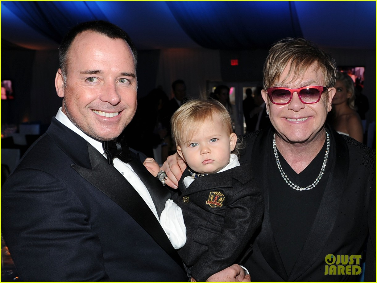 elton john zachary david furnish oscar party 042633818