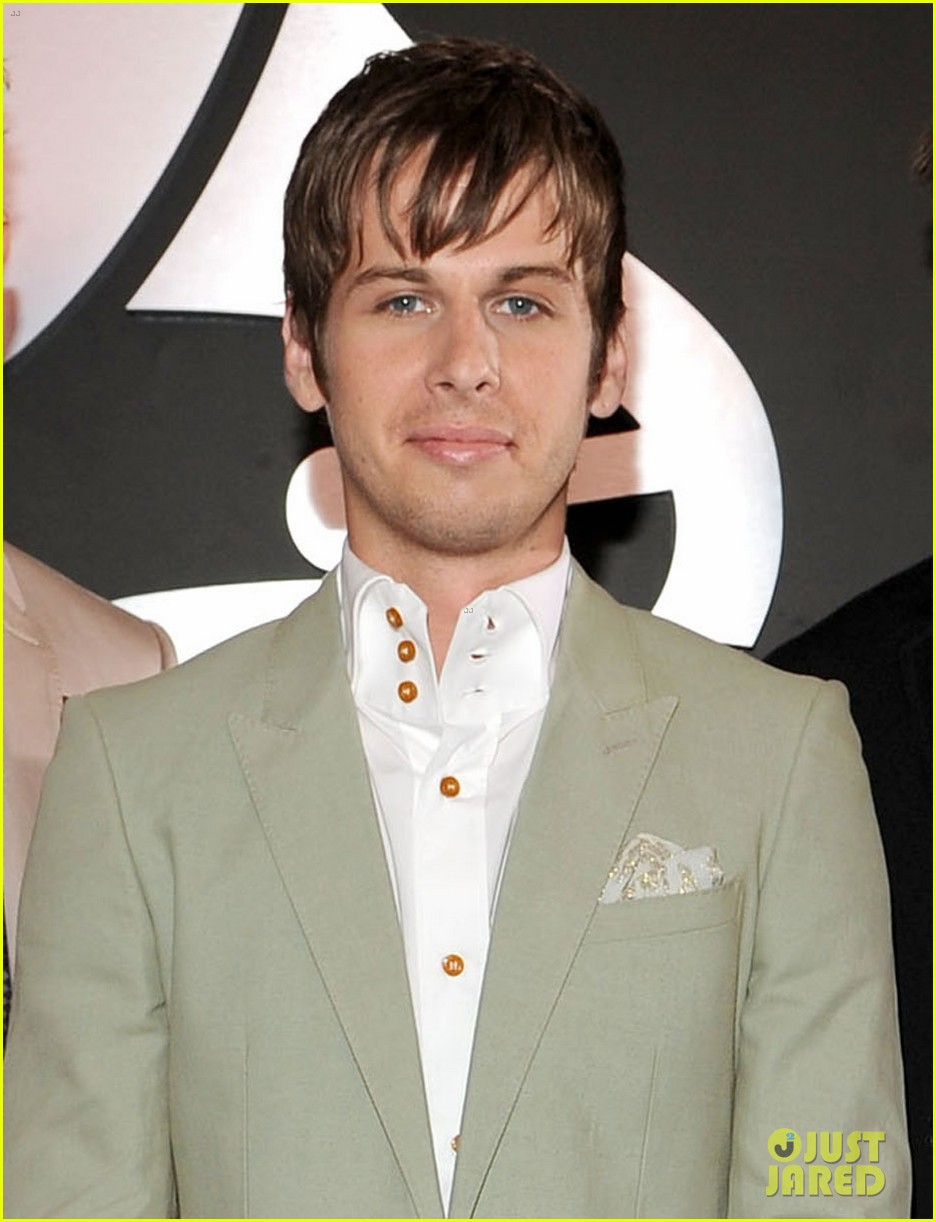 foster the people grammys 2012 red carpet 02