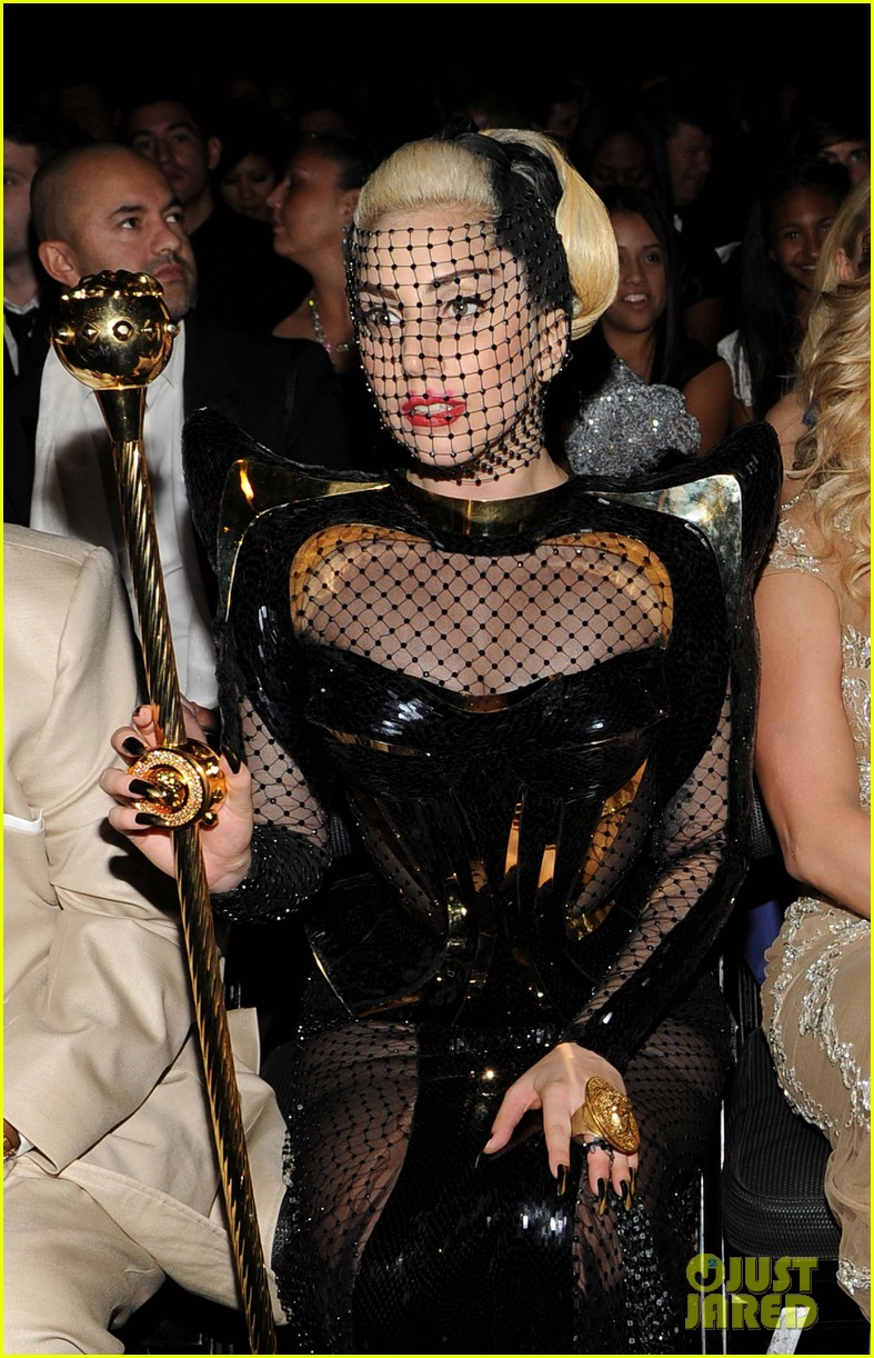 lady gaga grammy awards 2012 fisnet 07