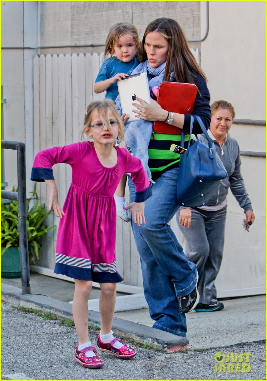 jennifer garner karate ballet with the girls 06