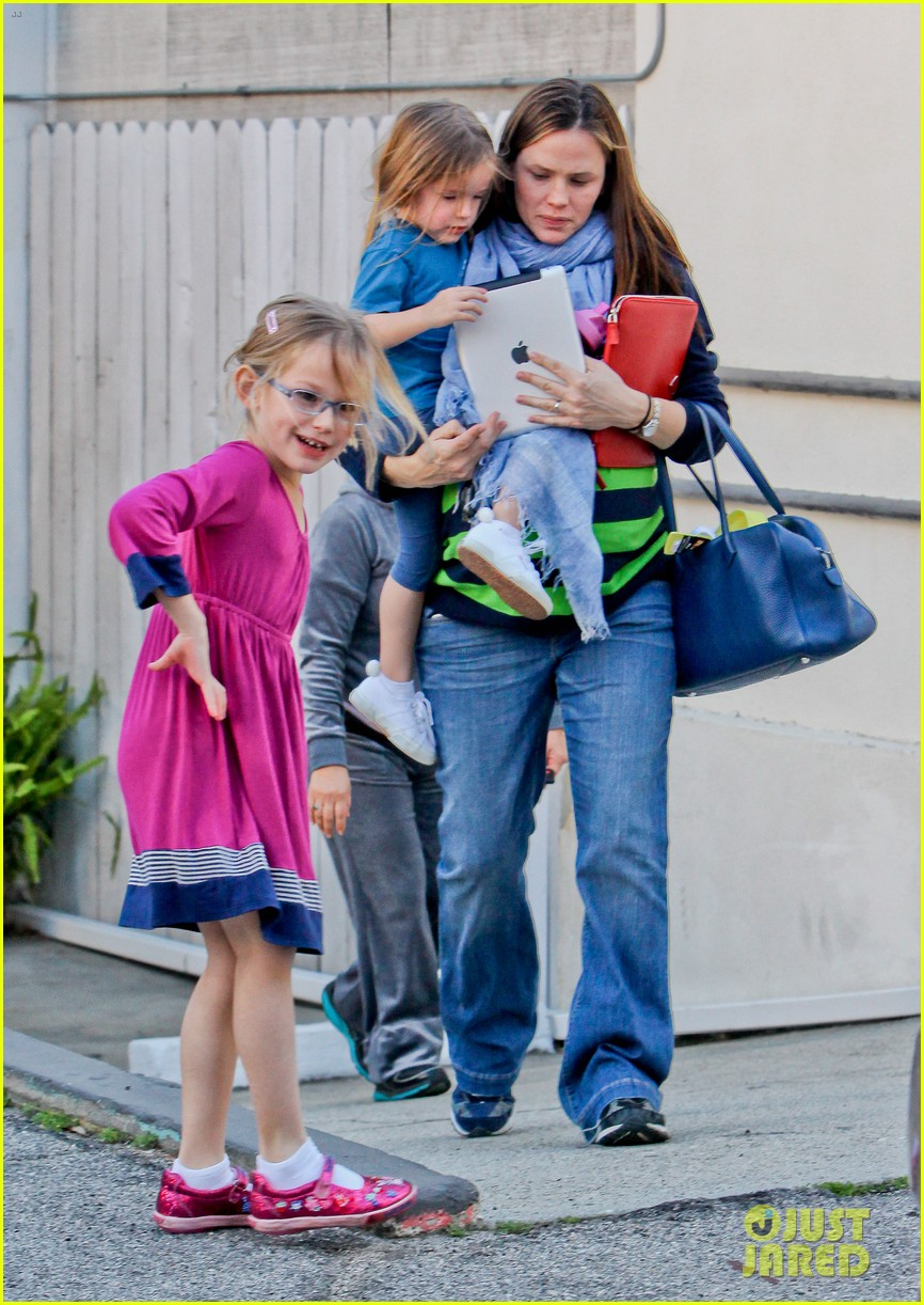 jennifer garner karate ballet with the girls 08