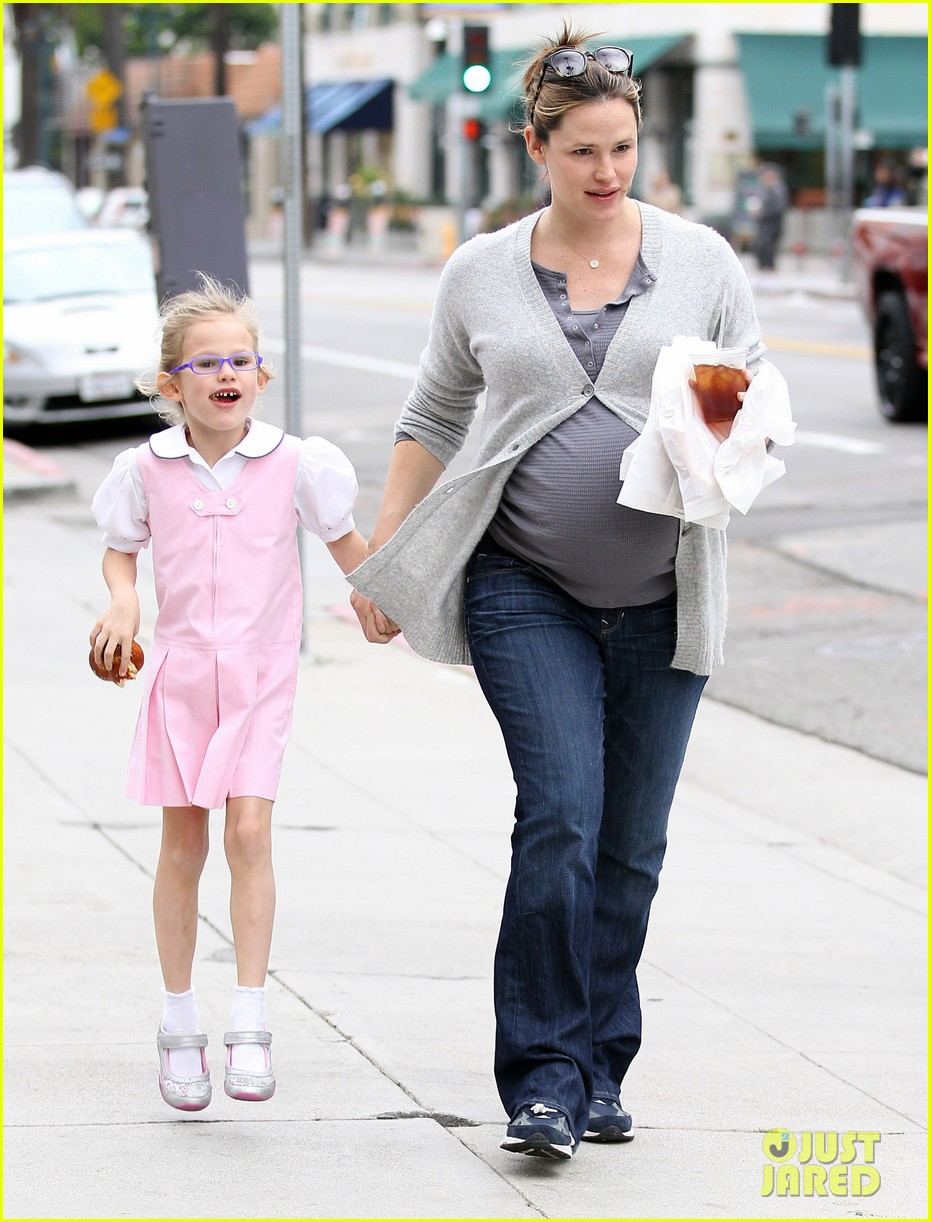 jennifer garner busy mom 082627087