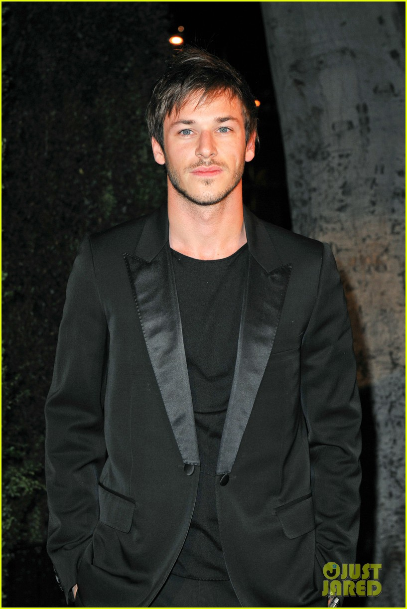 gaspard ulliel chanel pre oscar party zachary quinto 022633347