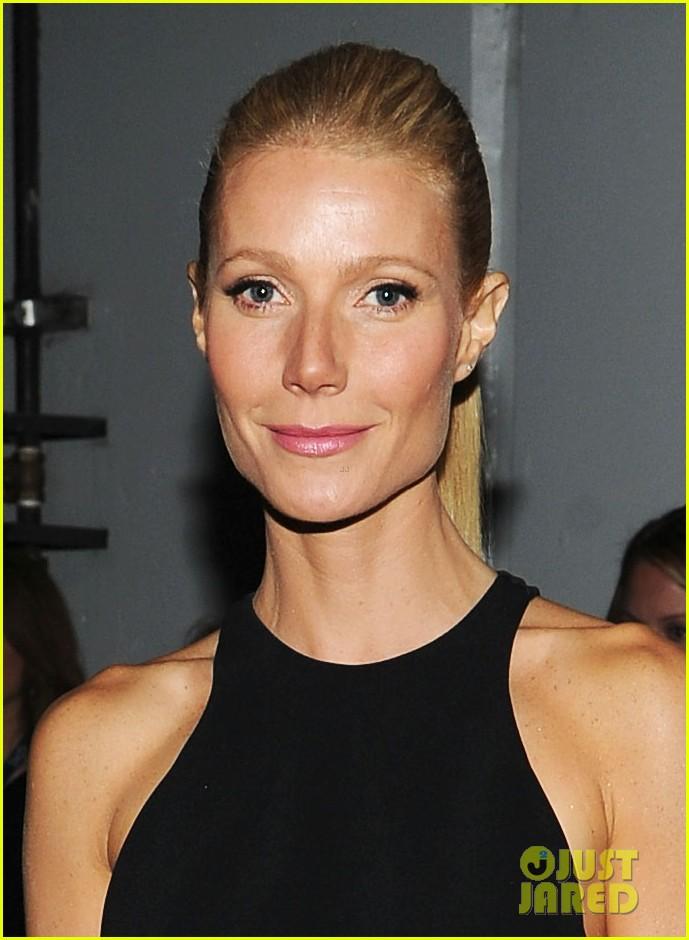 gwyneth paltrow grammy awards 2012 042628338