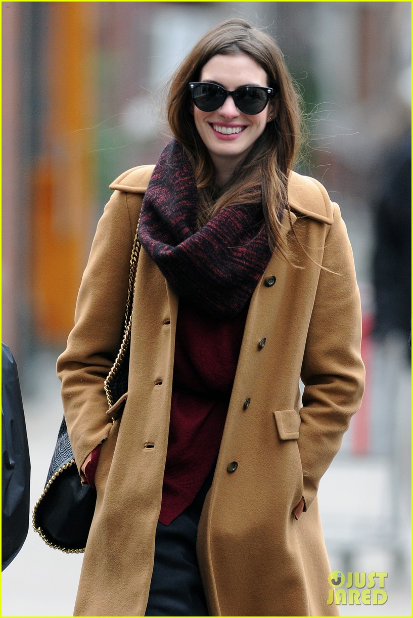 anne hathaway out 032624840