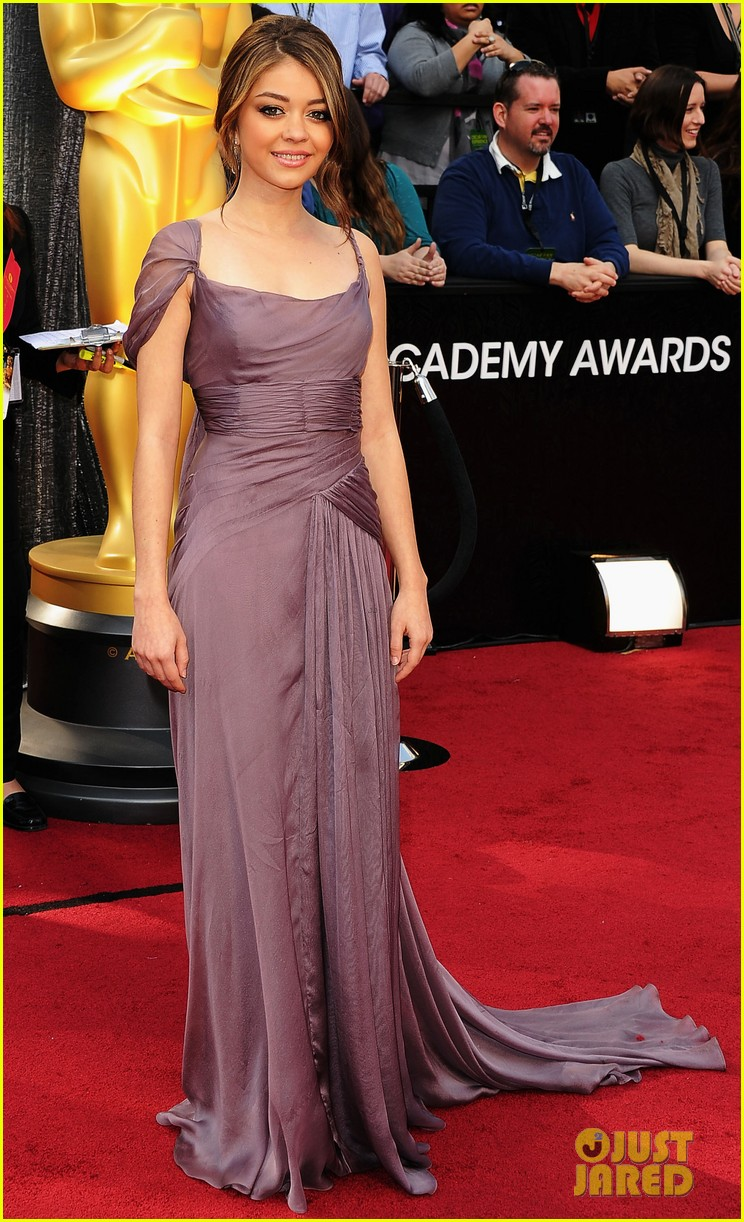 sarah hyland nick krause oscars 2012 red carpet 06