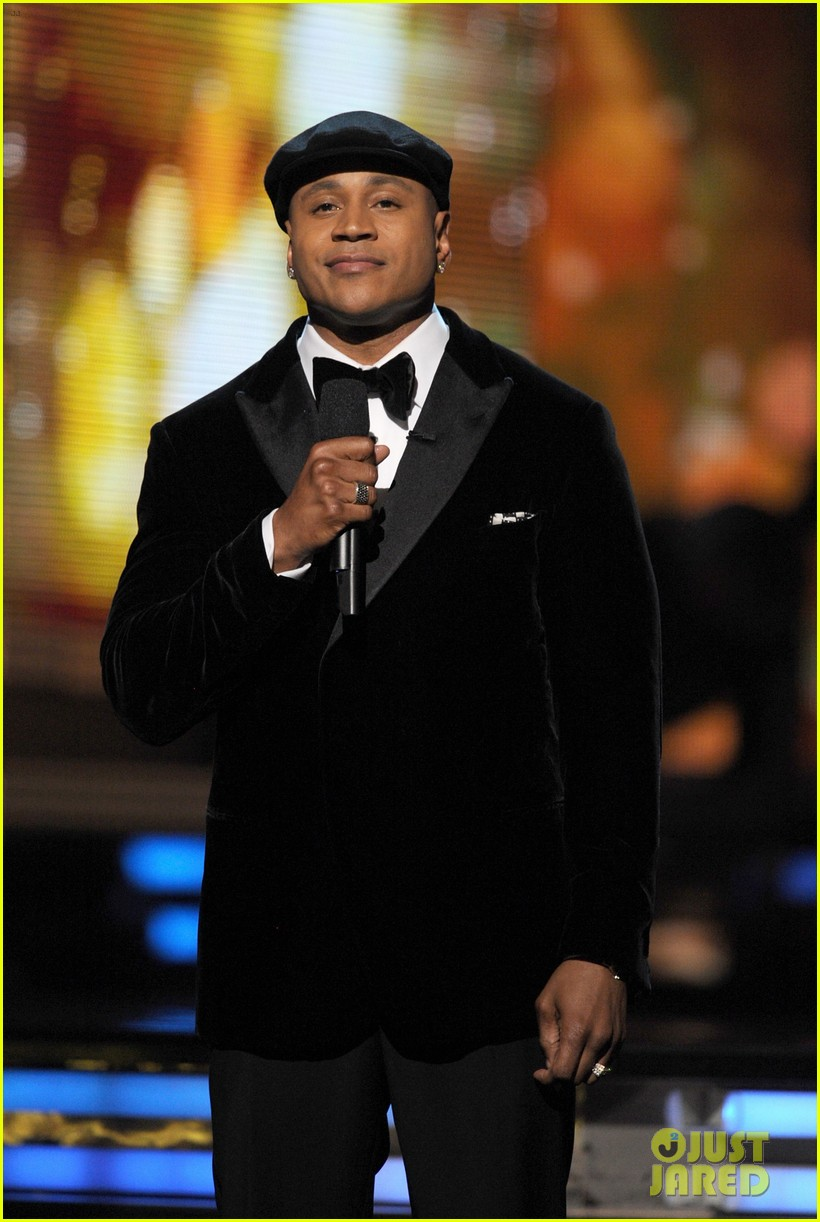 ll cool j prayer for whitney houston at grammys 03