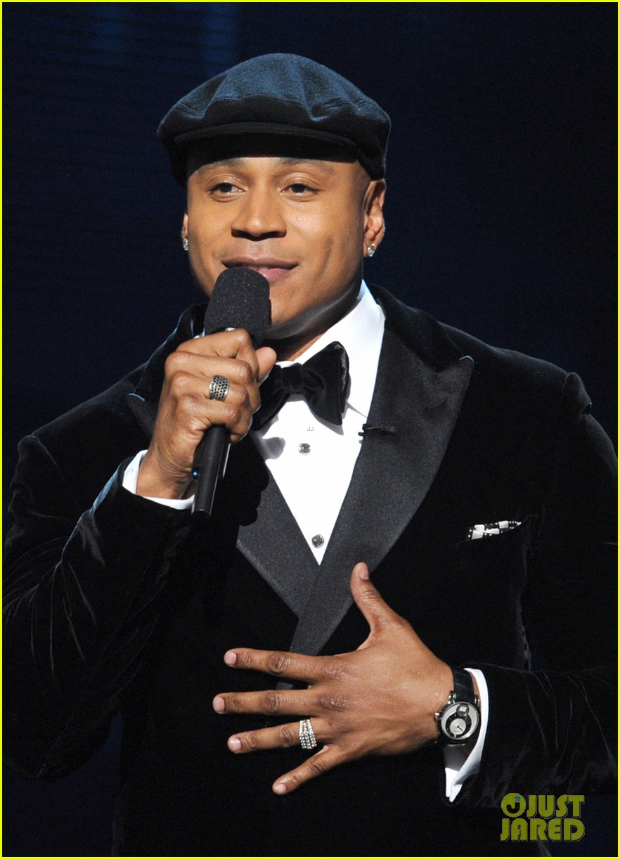 ll cool j prayer for whitney houston at grammys 052628351