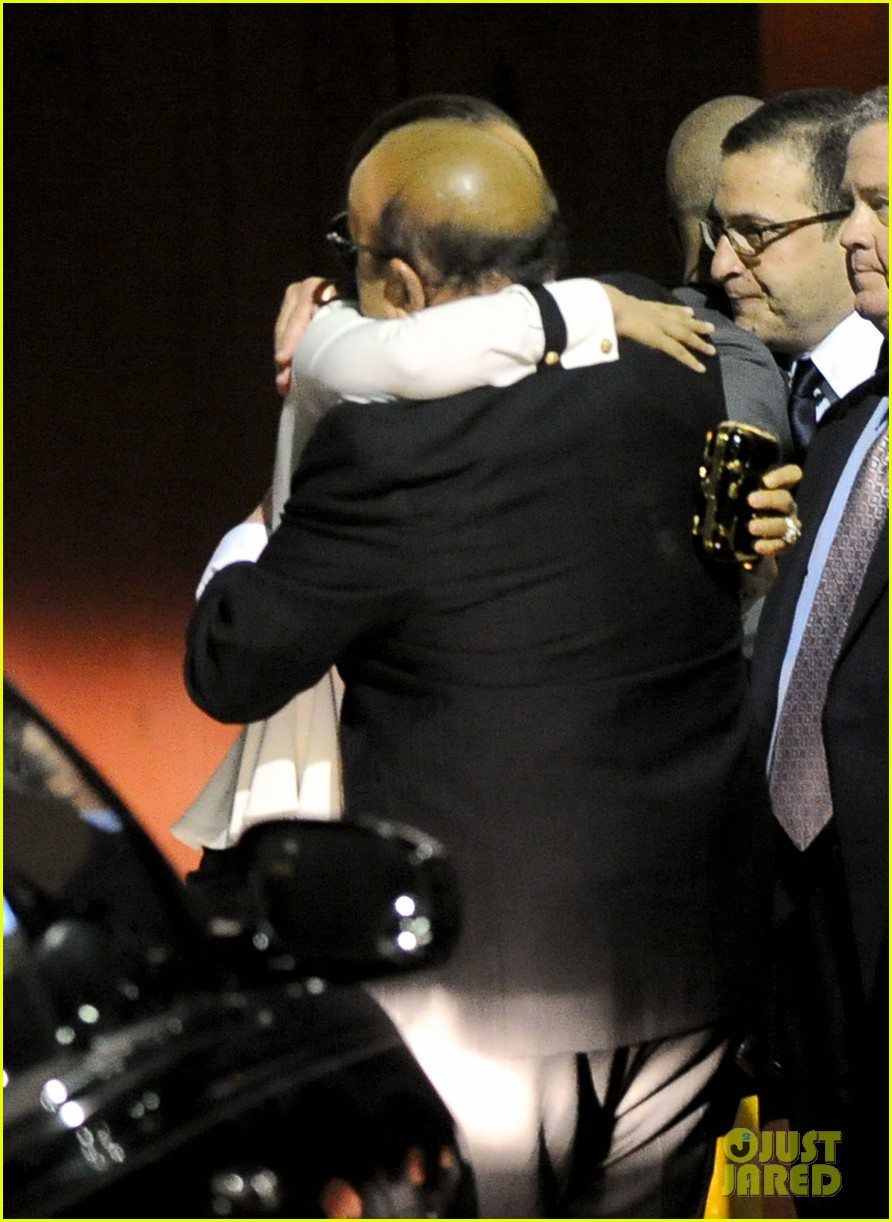 alicia keys consoles kclive davis following whitney houstons death 082627768