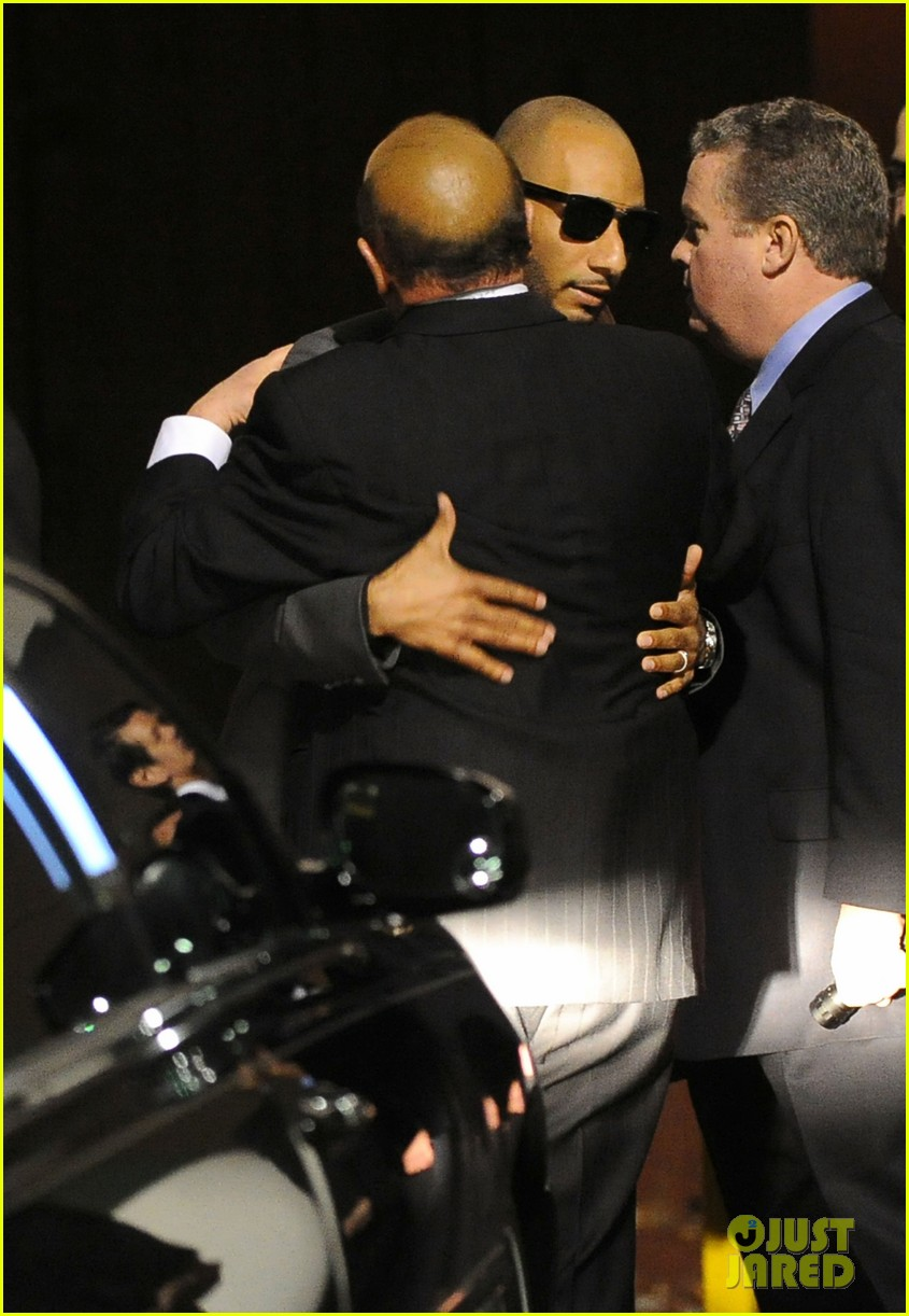 alicia keys consoles kclive davis following whitney houstons death 122627772