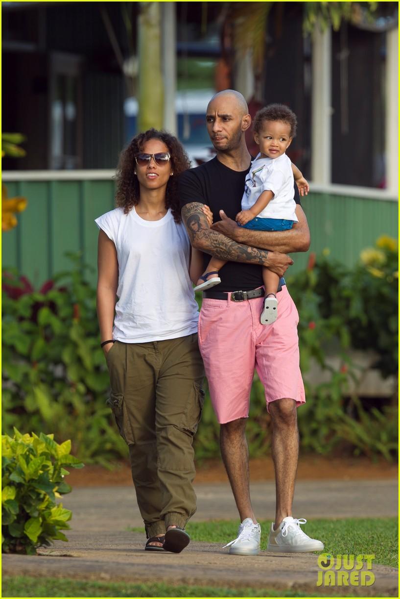 Alicia Keys Swizz Beatz Hawaiian Holiday With Egypt