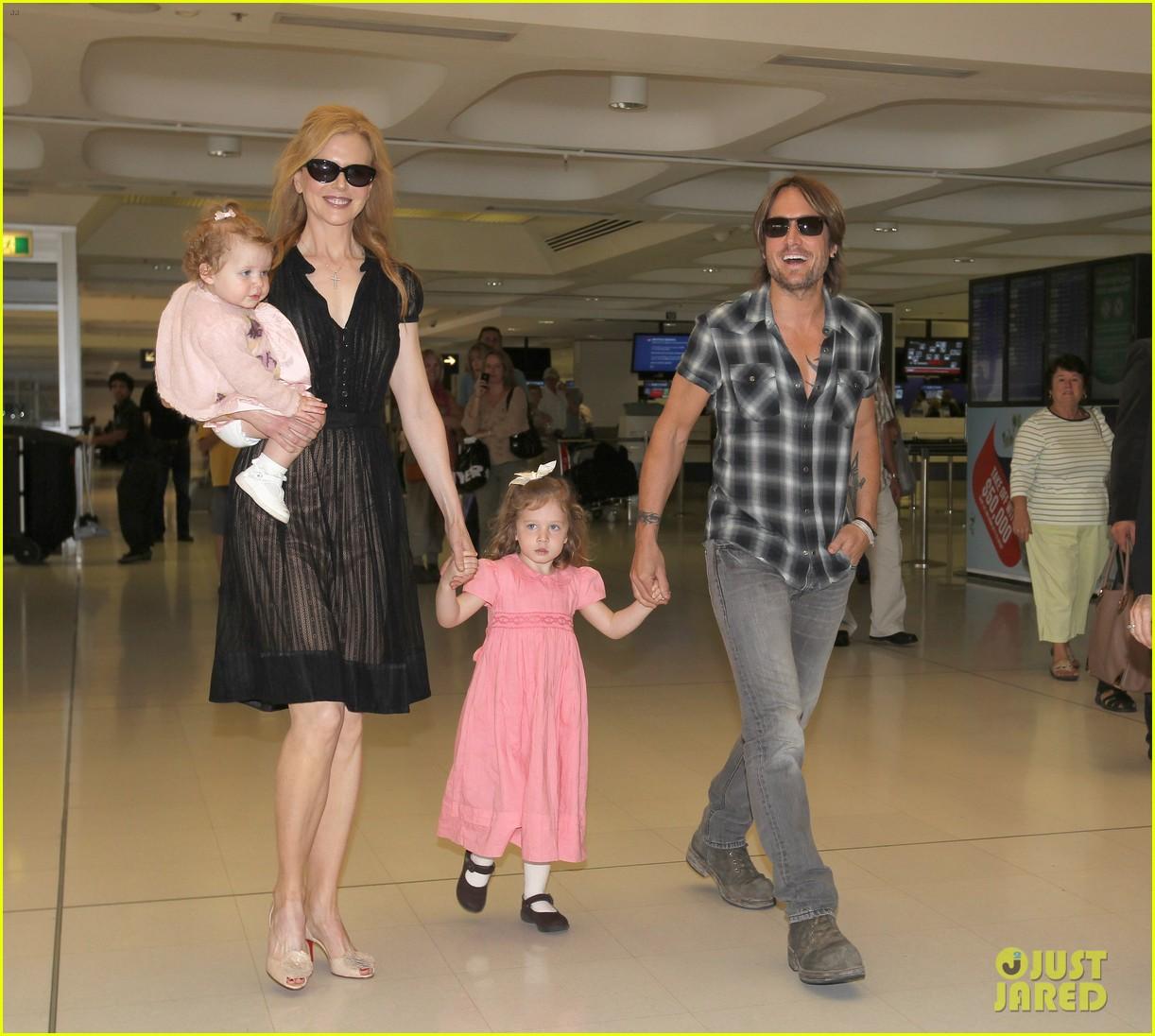 nicole kidman keith urban kids sydney airport 012634444