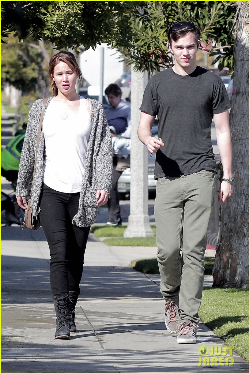 jennifer lawrence nicholas hoult out valentines day 03
