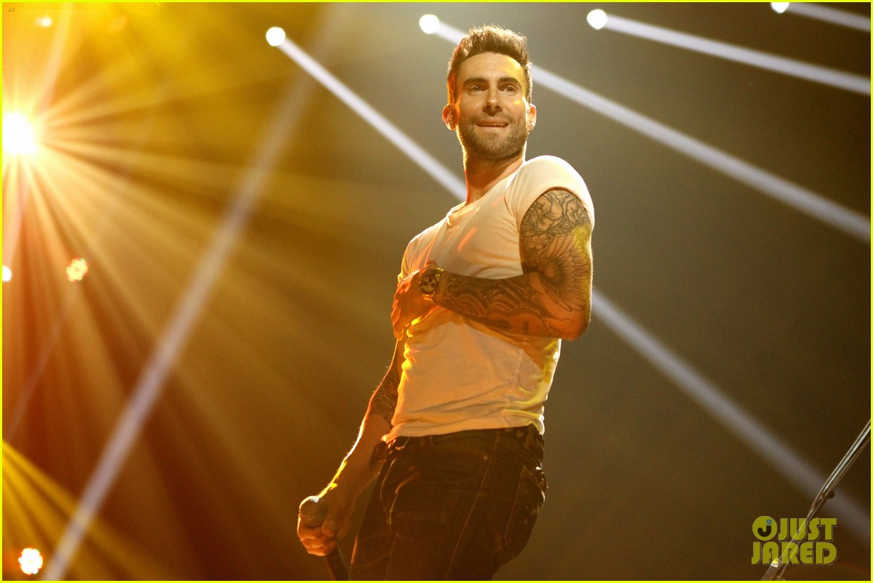 adam levine super bowl fan jam with gym class heroes 10
